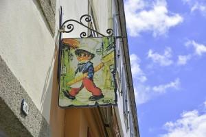 Banderola en fachada de local