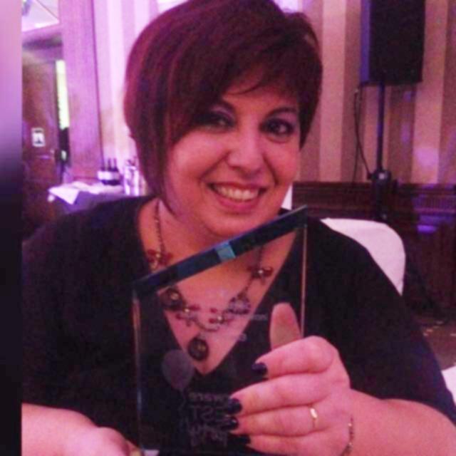 Emprendedora Ingrid Robles recoge premio Tupperware